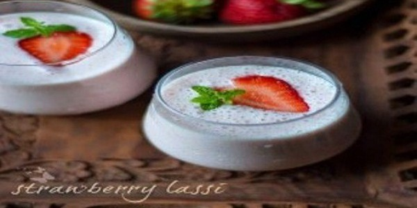 Strawberry Lassi Ala India
