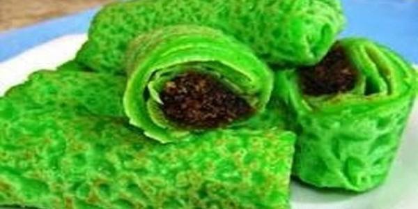Kue Dadar Gulung Hijau Isi Kelapa Manis