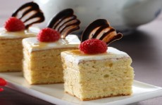 KARAMEL BUTTRSCOOTT CAKE