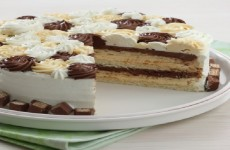 WHITE CAKE WITH CHOCOLATE AND CARAMEL FROSTING